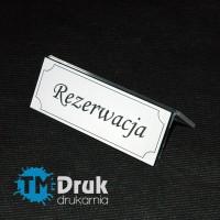 Tabliczki na stolik z napisem REZERWACJA wykonany z laminatu grawerskiego i plexi