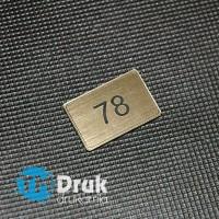 Tabliczki i numerki na szafiki - drzwi z laminatów grawerskich