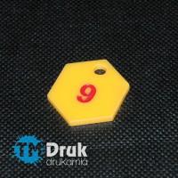 Żeton zastawny do narzędzi z żółtej plexi z barwionym grawerem